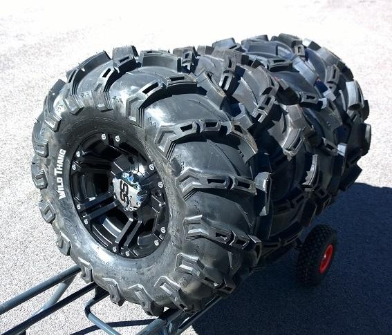 CST Wild Thang 30x11.00-14 6x6 ylileveä rengassarja